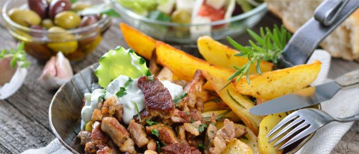 Griechisches Essen- Gyros und Feta-Salat