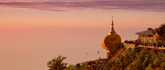 Goldener Felsen in Myanmar
