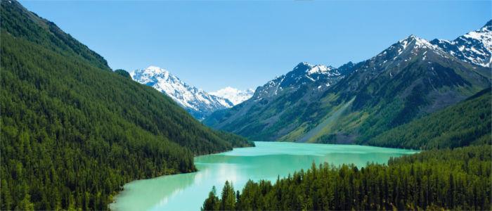 Gebirgssee in der Russischen Altai, Russland