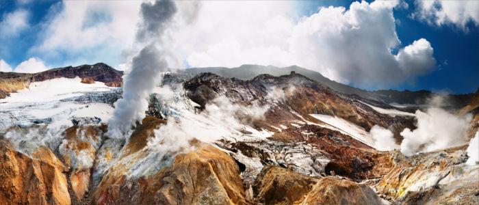 Aktive Vulkane und Geysire auf Kamtschatka, Russland