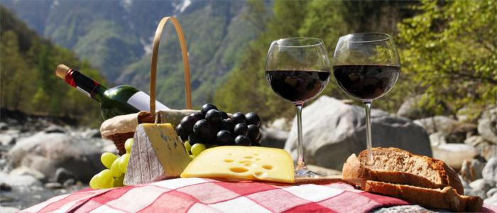 Essen in der Schweiz - Schweizer Käse, Brot und Wein