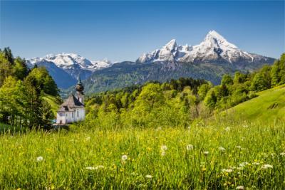 Kirche und Watzmann-Massiv
