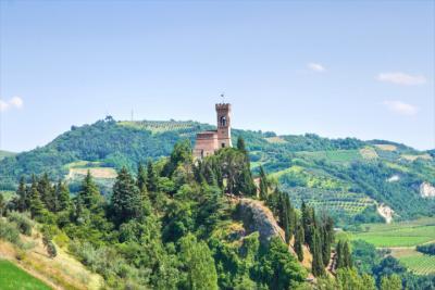 Landschaft von Emilia-Romagna mit regionaler Architektur