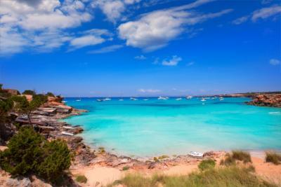 Strand, klares Wasser und Sonne auf Formentera