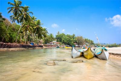 Strand mit Fischerbooten