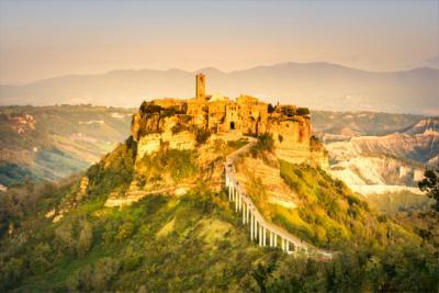 Landschaft und mittelalterliche Stadt im Latium