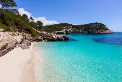 Cala Mitjaneta, erholsame Bucht auf Menorca