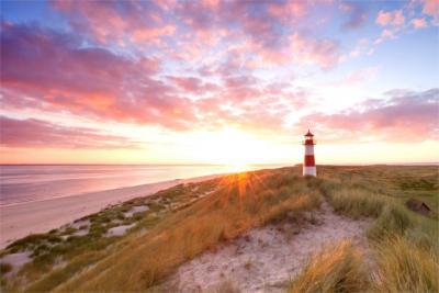 Dünen und Leuchtturm an der Nordsee