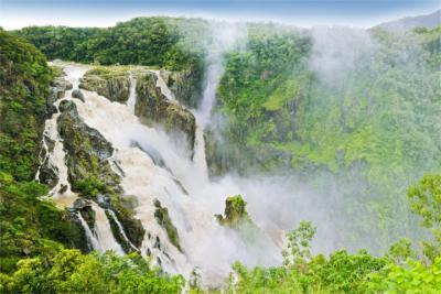 Wasserfall im tropischen Queensland
