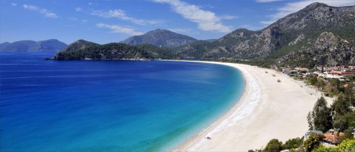 Meer, Strand und Berge in der Türkei