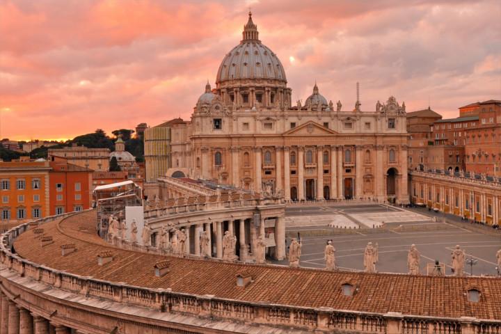 Vatikanstadt mittelpunkt des katholizismus for Archi arredo roma